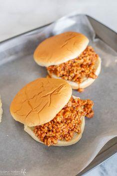 Easy Chicken Sloppy Joes Chicken Sloppy Joe Recipe, Sloppy Joes Recipe, Burger Buns, Burgers, Sloppy Joe Sauce, Ground Chicken Recipes, Perfect Food, Food To Make, Hamburgers