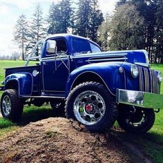Chevy trucks aficionados are not just after the newer trucks built by Chevrolet. They are also into oldies but goodies trucks that have been magnificently preserved for long years. Old Ford Trucks, Classic Chevy Trucks, Custom Trucks, Lifted Trucks, Cool Trucks, Pickup Trucks, Custom Cars, Classic Cars, Ford 4x4