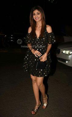 Bollywood Actress Hot Photos, Indian Bollywood Actress, Beautiful Bollywood Actress, Bollywood Actors, Beautiful Indian Actress, Beautiful Actresses, Indian Actresses, Shilpa Shetty Photo, Kareena Kapoor Saree