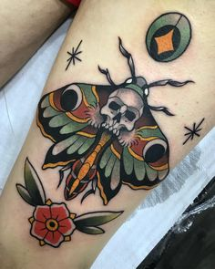 Loss of life Moth Hand Tattoos have turn into highly regarded through the years. Bird Tattoos Arm, Old Tattoos, Life Tattoos, Body Art Tattoos, Sleeve Tattoos, P Tattoo, Knee Tattoo, Color Tattoo, Traditional Butterfly Tattoo