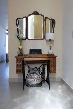 Maquina de coser restaurada+maquina de escribir antigua+espejo restaurado... mi rincon preferido