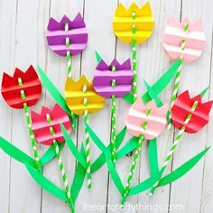 These paper straw tulips are fun for spring  and for Mother's Day! ❤️ Find a link in the comments to my website where you can print a template  and watch a video tutorial of how to make them.