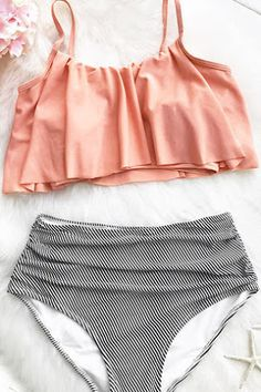 Get a fresh start. Cupshe can give you best of the best. Cute soft piece as Cupshe Seaside Gale Falbala High-waisted Bikini Set! Take it for summer beach trip for best fit and look. Live life on the beach~ Summer Bathing Suits, Cute Bathing Suits, Style Surfer, Summer Outfits, Cute Outfits, Blue Crush, Bath Girls, Vs Bikini, Bikini Beach