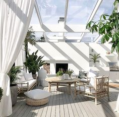 Terrace house design ideas, inspiration & pictures Terrace houses or terraced houses demonstrate a style of medium-density housing that originated in Europe in the century. Terraced House, Design Exterior, Patio Design, Interior And Exterior, Room Interior, Outdoor Rooms, Outdoor Living, Outdoor Decor, Outdoor Seating