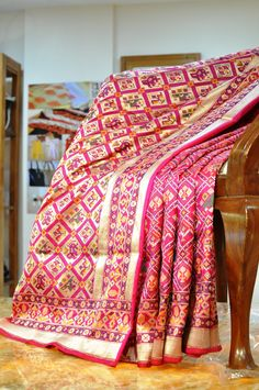 Handpicked Handloom sarees in pure silk and cotton, skillfully curated from across India. Also featuring ethnic wear and accessories. Phulkari Saree, Ikkat Silk Sarees, Saree Styles, Blouse Styles, Blouse Designs, Indian Attire, Indian Wear, Indian Style, Indian Beauty Saree