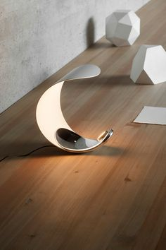 The Curl table lamp was designed by Sebastian Bergne in The Curl body is made from die-cast aluminium and the reflector is made of an injection molded opaque technopolymer. This fixture contains a special LED module that allows a variation o. Cool Lighting, Modern Lighting, Lighting Design, Lighting Ideas, Deco Luminaire, Luminaire Design, Blitz Design, Deco Studio, Lamp Light