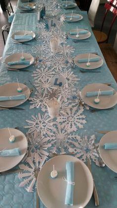 Anniversaire Reine des neiges - 4 ans - Déco de table : chemin de table en flocons