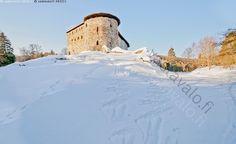 Raaseporin linna - Tammisaari Ekenäs Raasepori Snappertuna raunio linna Raaseporinlinna talvi lumi mäki silta kivi muuri valli keskiaikainen historiallinen historia suojeltu