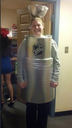 love this costume of the Stanley Cup. Couple Halloween, Halloween Party, Halloween Costumes, Boy Costumes, Group Costumes, Funny Costumes, Stanley Cup Costume, Hockey Mom, Hockey Stuff