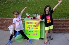 """2 LA girls selling lemonade for typhoon victims in viral photo -- MANILA -- A photo of two girls selling iced tea and lemonade in a Los Angeles neigborhood is making the rounds among Filipino netizens, as the small stall was supposedly put up to help victims of super typhoon """"Yolanda"""" (international name Haiyan).  Twitter user Shekinah Pugh, the sister of American actor Zachary Levi, posted the image on the micro-blogging site on Sunday."""