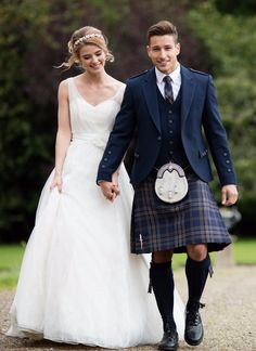 Our exclusive Arran Tweed tartan is one of our best-sellers. The gorgeous Navy tones work perfectly with any wedding colour scheme. We recommend wearing with the Arran Jacket and matching tartan tie.