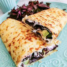 Low carb a keto tortily ze zelí, stačí jen naplnit a zapéct - Keto Recepty Spanakopita, Sandwiches, Food And Drink, Low Carb, Ethnic Recipes, Fit, Shape, Paninis