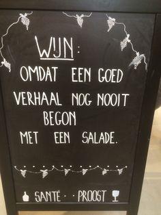 WIJN: omdat een goed verhaal nog nooit begon met een salade. Sante - Proost! #stoepbord #krijt