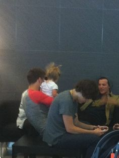 Liam, Louis, Haz, and Luxie at the airport! FINALLY a Liam and Lux pic! -E