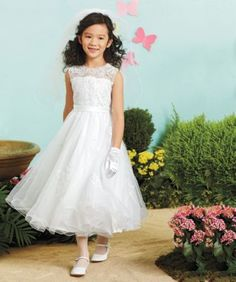 girls beaded lace dress - A sprinkling of pearly beads and sequins decorates the lace-covered bodice of this princess-like dress.