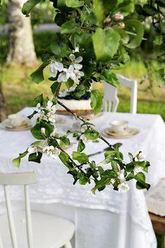 Täyttä elämää Table Settings, Cottage, Candy, Apple, Table Decorations, Landscape, Architecture, Inspiration, Home Decor