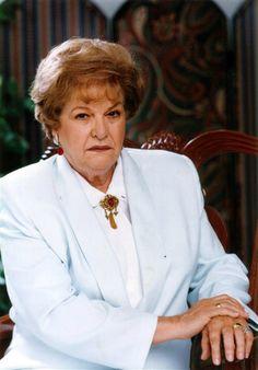 """Carmen Montejo La actriz cubana nacionalizada mexicana murió el 25 de febrero a los 87 años de edad. Montejo fue una de las máximas representantes de la época dorada del cine mexicano. Entre su filmografía destacan clásicos como """"Bamba"""" y """"Nosotros los pobres"""", en la que actuó al lado de Pedro Infante, Blanca Estela Pavón y Katu Jurado. También compartió créditos con figuras como Pedro Armendáriz e Isabela Corona.En 1952 se alzó su primer Ariel, a mejor coactuación femenina, por su papel en…"""