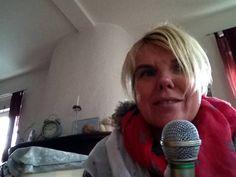 Am Dienstag kann es los gehen sexy Blondine Anja Katharina singt endlich mit Mikro !Liebe Fans !