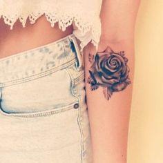 Quer fazer uma tatuagem no braço, mas não sabe o quê? Estamos aqui para te ajudar! Compilamos 40 ideias, uma mais linda que a outra...