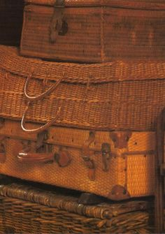 British Colonial style for safari trip West Indies Decor, West Indies Style, British West Indies, Vintage Suitcases, Vintage Luggage, Vintage Travel, British Colonial Decor, Natural Weave, Shabby