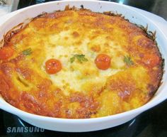 Musaca de cartofi cu carne tocata Romanian Food, Romanian Recipes, Pinterest Recipes, Cheeseburger Chowder, Frugal, Macaroni And Cheese, Cooking Recipes, Yummy Food, Dinner
