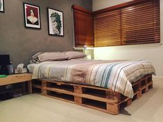 25 Recycling Wooden Pallet for the Bedroom – House The Design Wooden Pallet Table, Wooden Pallet Crafts, Pallet Dining Table, Diy Pallet Sofa, Wooden Pallet Furniture, Wooden Pallets, Pallet Tables, Pallet Projects, Pallet Ideas
