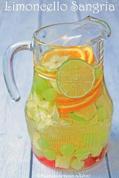 Sangria on yksi kesäisistä juomasuosikeistamme. Enemmän pidämme vaaleasta sangriasta, sangria blancosta, eli valkoviinipohjaisesta ...