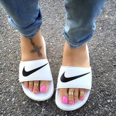 Mens/Womens Nike Shoes 2016 On Sale!Nike Air Max, Nike Shox, Nike Free Run Shoes, etc. of newest Nike Shoes for discount sale Cute Shoes, Me Too Shoes, Nike Sandals, Flat Sandals, Sneaker Trend, Shoe Boots, Shoes Heels, Shoes Sneakers, Sneakers Women