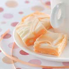 Packed with orange flavoring, marshmallow creme and white chocolate chips, this makeover is like eating an orange Creamsicle ice cream bar...in amazing fudge form
