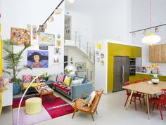 Casinha colorida: Uma casa duplex retrô e familiar