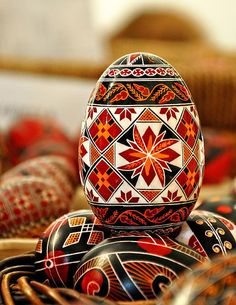 Painting eggs for Easter in Bucovina :: Via Transylvania Tours: self-drive & guided tours of Romania Ukrainian Easter Eggs, Ukrainian Art, Polish Easter, Orthodox Easter, Easter Egg Pattern, Easter Egg Designs, Easter Ideas, Easter Traditions, Faberge Eggs