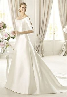 体のラインが美しい…!光沢感がポイントの大人っぽい一着♡ 真っ白なミカドシルクを使ったウェディングドレス・花嫁衣装一覧。
