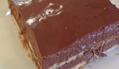 Ένα υπέροχο, ανάλαφρο και δροσερό σοκολατένιο γλύκισμα με ανάλαφρηκρέμα σοκολάτας και μπισκότα πτι μπερ. Μια εύκολη συνταγή (από εδώ) για ένα απλό στη παρ