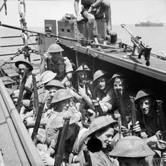 JUL 10 1943 The Commandos seaborne assault on Sicily British troops in a landing craft assault (LCA), 9 July British Soldier, British Army, Italian Campaign, Landing Craft, History Online, Ww2 Tanks, D Day, Historical Pictures, American Civil War