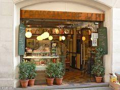 Cafeteria con encanto Interior Exterior, Exterior Design, People Drinking Coffee, Soap Shop, Cafe Shop, Pastry Shop, Shop Fronts, Cafe Restaurant, Store Design