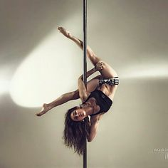 Pole Dance Moves, Pole Dancing Fitness, Dance Poses, Pole Fitness, Gym Workout Tips, Fitness Workout For Women, Pool Dance, Burlesque, Pole Classes