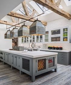 Rustic Farmhouse Kitchen Cabinets Makeover Ideas - Page 40 of 48 - Inspiring Bathroom Design Ideas Farmhouse Kitchen Cabinets, Farmhouse Style Kitchen, Modern Farmhouse Kitchens, Farmhouse Design, Home Decor Kitchen, Home Kitchens, Rustic Farmhouse, Kitchen Ideas, Kitchen Rustic
