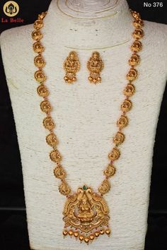 bridal jewelry for the radiant bride Bridal Jewelry Vintage, Gold Wedding Jewelry, Gold Jewelry Simple, Bridal Jewellery, Gold Temple Jewellery, Gold Jewellery Design, Silver Jewellery, Indian Jewelry, Fashion Jewelry