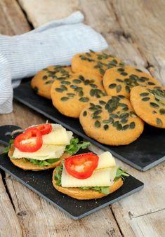 Grove søtpotet scones - med kun 4 ingredienser - LINDASTUHAUG Moussaka, Nachos, Scones, Favorite Recipes, Cookies, Desserts, Pai, Lasagna, Biscuits