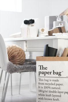 pretty shades of grey and paper bag brown pomysł na przechowywanie papieru do pakowania prezentów Office Workspace, Office Decor, Home Office, Office Ideas, Scandinavian Living, Scandinavian Interior, The Paper Bag, Devine Design, Interior Styling