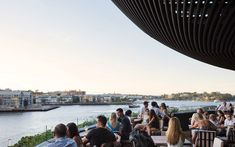 Image 5 of 29 from gallery of Barangaroo House / Collins and Turner. Photograph by Rory Gardiner Rooftop Dining, Rooftop Pool, London Rooftop Bar, Coogee Beach, Victoria Building, Sydney City, Super Yachts, Contemporary Architecture, Architecture Design