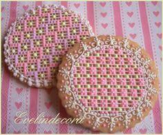 Needlepoint cookies By Evelindecora http://blog.giallozafferano.it/evelindecora/