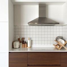 Apartment Balcony Decorating, Apartment Interior, Kitchen Interior, Kitchen Decor, Kitchen Design, Space Interiors, Wood Interiors, Warm Kitchen, Minimal Home