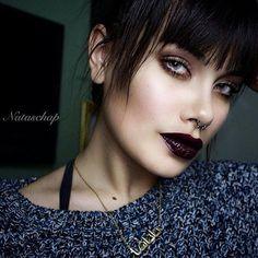 Grunge girl Makeup Look: Bronze Smokey eye with Occ Lip tar - http://ninjacosmico.com/35-grunge-make-up-ideas/