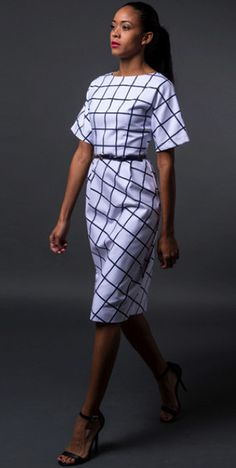 Modest sheath midi knee length dress with 3/4 sleeves in grid print | Mode-sty