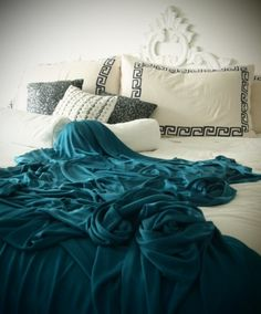 Love the bright turquoise!
