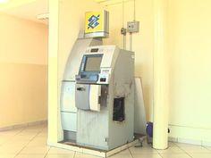Caixas eletrônicos são alvos de ladrões em Ribeirão Preto | Aparelhos do Campus da USP e de mercado da Zona Norte foram furtados. Em um dos casos, quadrilha usou explosivo para violar máquina bancária. http://mmanchete.blogspot.com.br/2013/03/caixas-eletronicos-sao-alvos-de-ladroes.html#.UTTZYjBQGSo