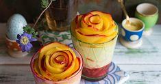 Rezept für Mango-Rosen auf fluffiger Mascarpone Creme mit Lemon Curd als Cheesecake im Glas, verführerisches Dessert für festliche Anlässe