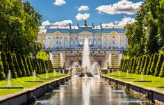 Inspired by Versailles, St. Petersburg's Peterhof Palace overlooks lush gardens and cascading fountains. Catalina La Grande, Las Vegas Hotel Deals, Peterhof Palace, Catherine The Great, One Day Trip, Beautiful Park, Sustainable Architecture, Buckingham Palace, World Heritage Sites