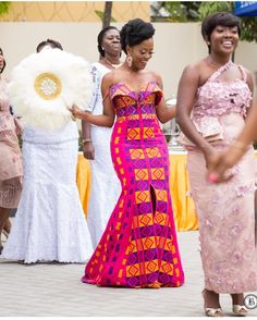 Kente Fabric Designs: See These Kente Styles For Fashionable Ladies - Lab Africa African Prom Dresses, Latest African Fashion Dresses, African Dress, Women's Fashion Dresses, African Inspired Fashion, African Print Fashion, Africa Fashion, African Wedding Attire, African Attire